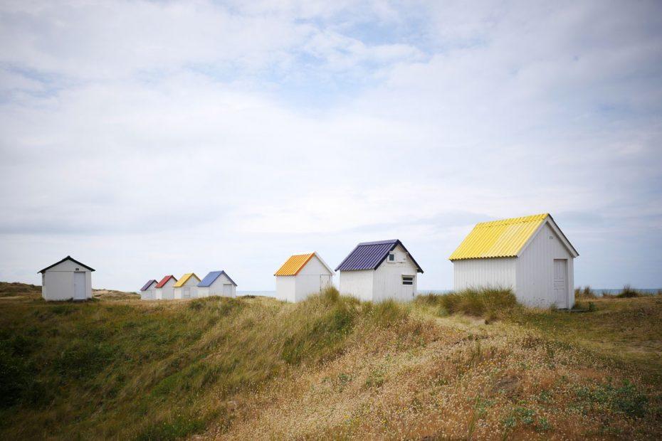 cabines de plage colorées de gouville sur mer