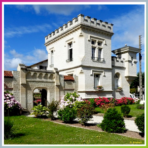 petit chateau de la redoute, maison insolite avec créneaux